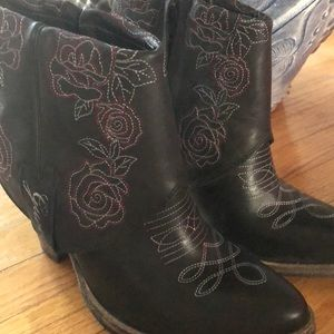 Guess cowgirl booties